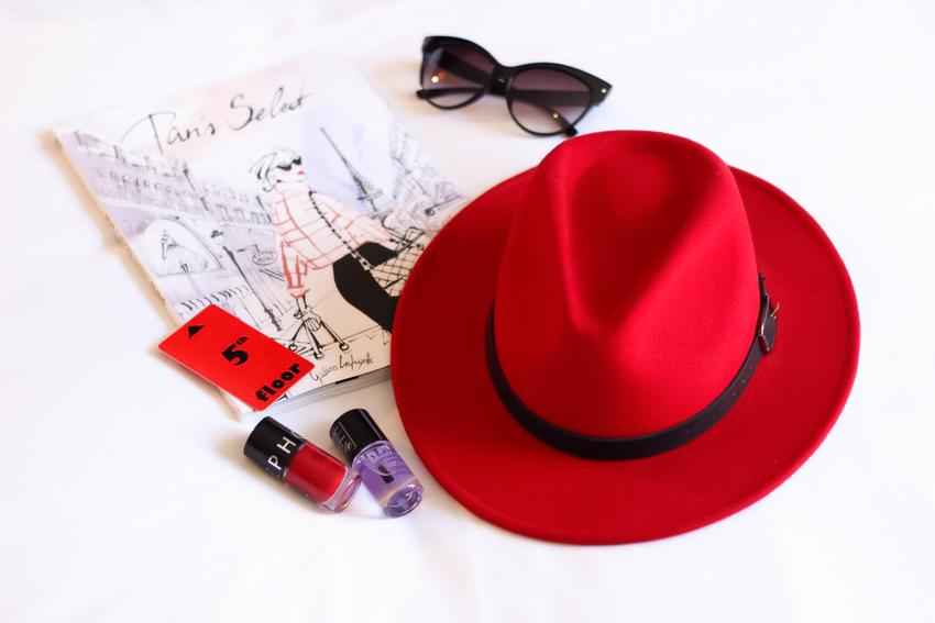 Chapeau fedora rouge