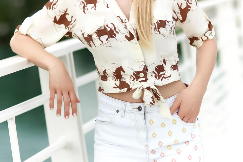 chemise imprimé cheval short jeans blanc
