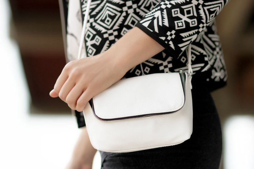 pochette blanche zippée HM