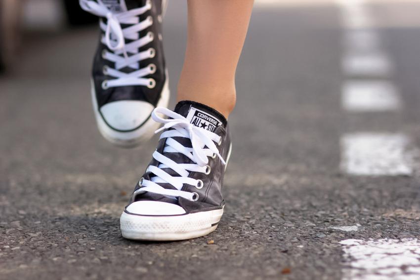 sneakers tie dye converse