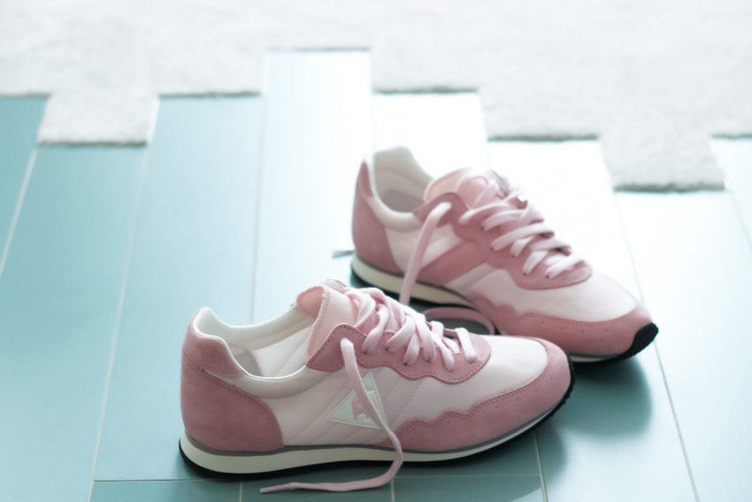 pink sneakers running le coq sportif