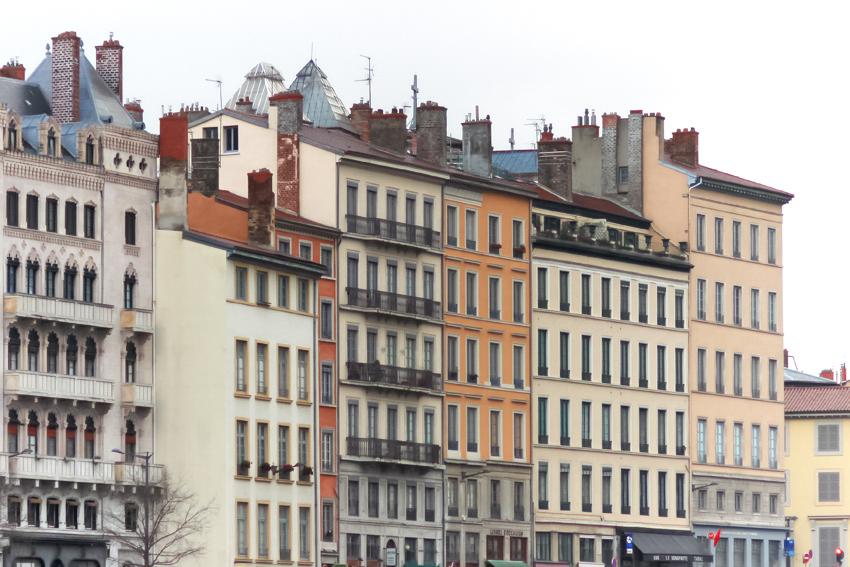 lyon quartier saint jean maisons colorées