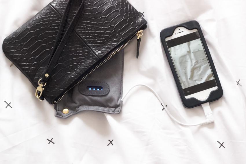 pochette-chargeur telephone le sens du détail