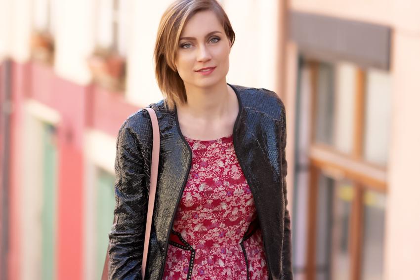 veste irisée et rode à fleurs icode