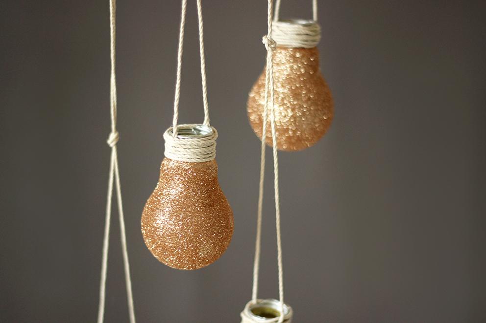 DIY glitter bulb