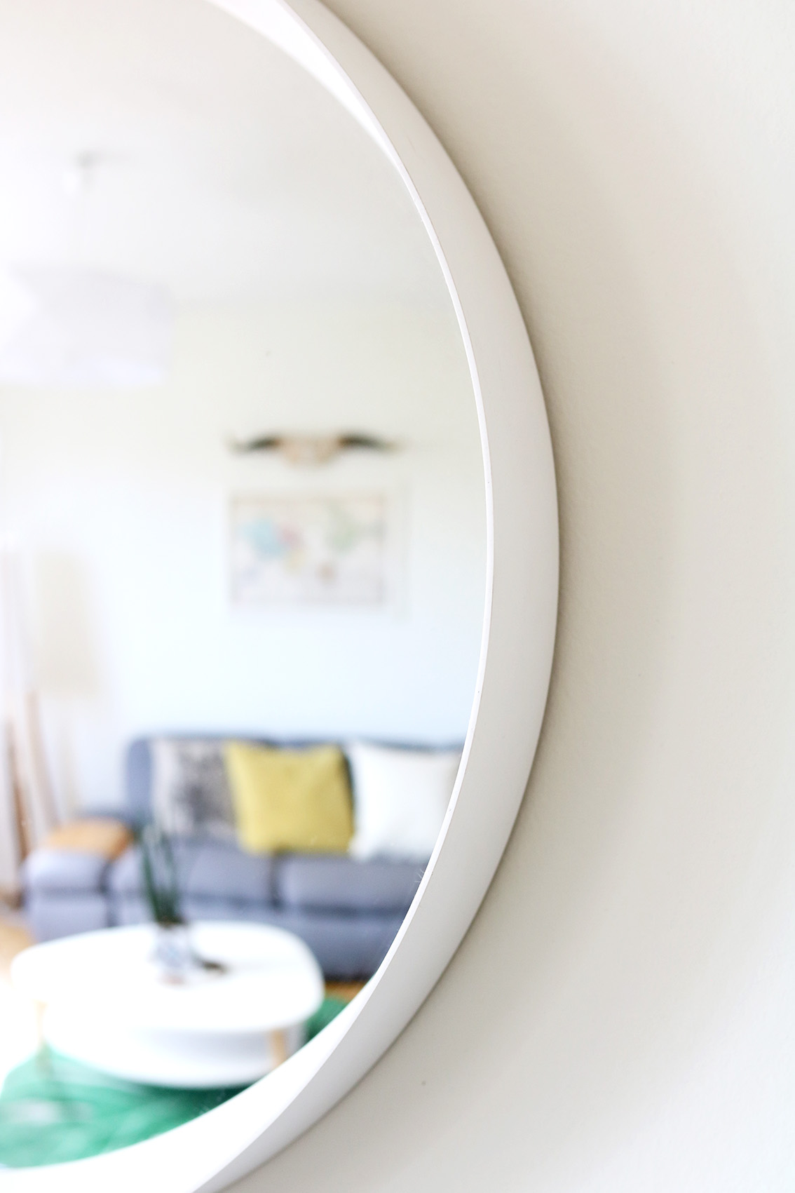 White-circle-mirror-DIY