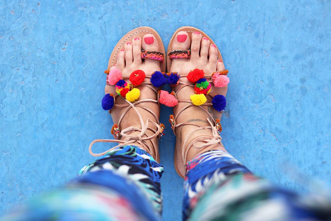 sandales-pompons-cuir-sacha