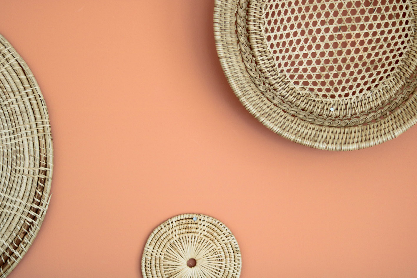 rattan-baskets-wall-terracotta