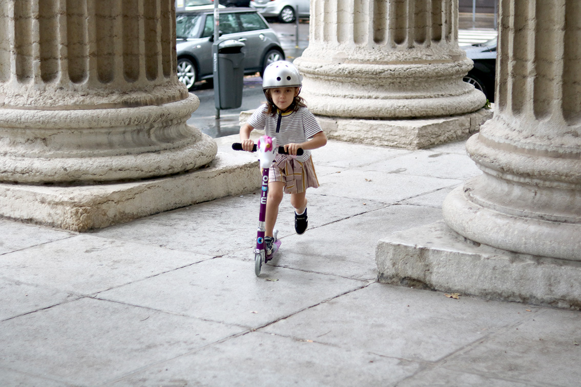 enfant-trottinette-deux roues