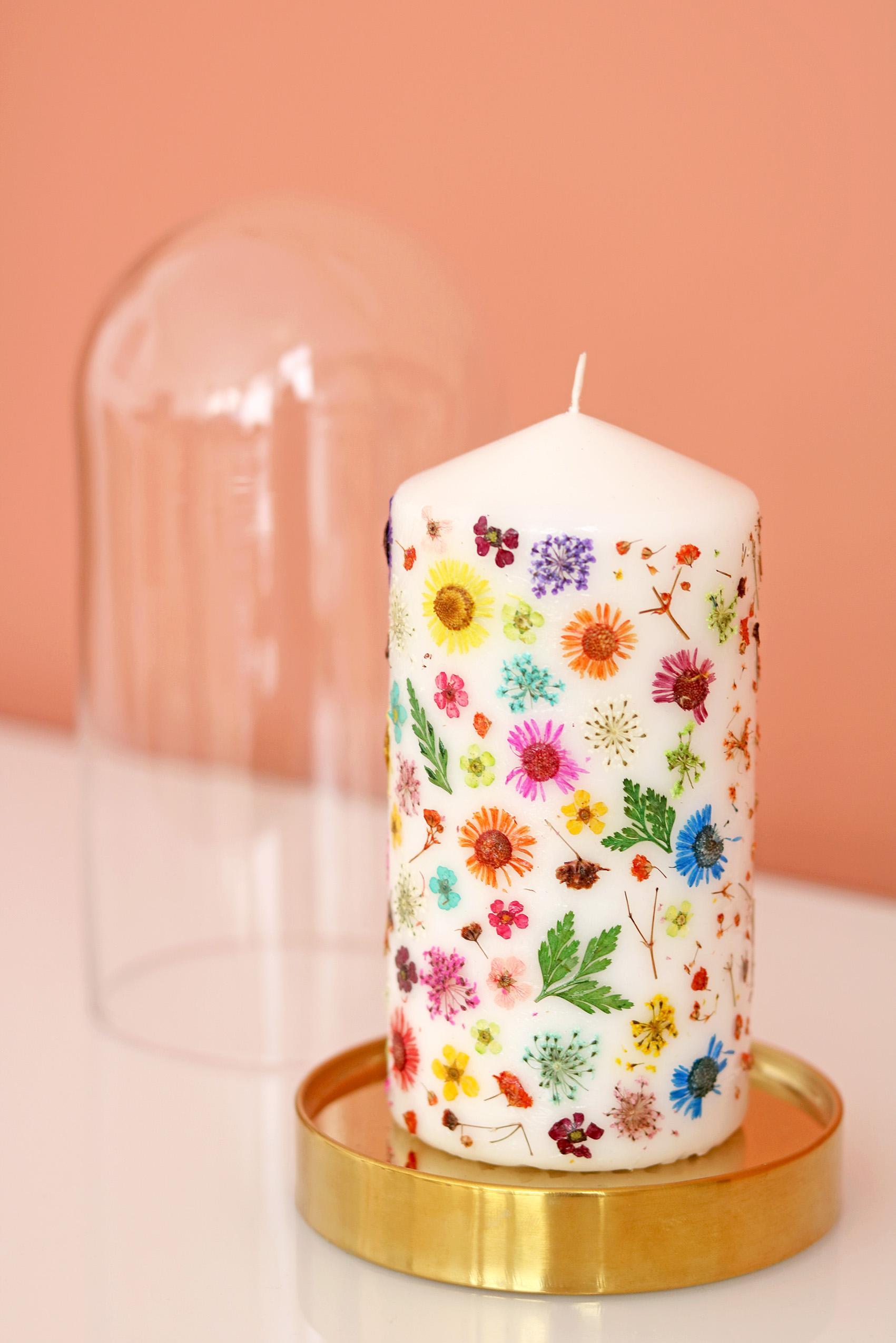 Bougie personnalisée avec fleurs séchées