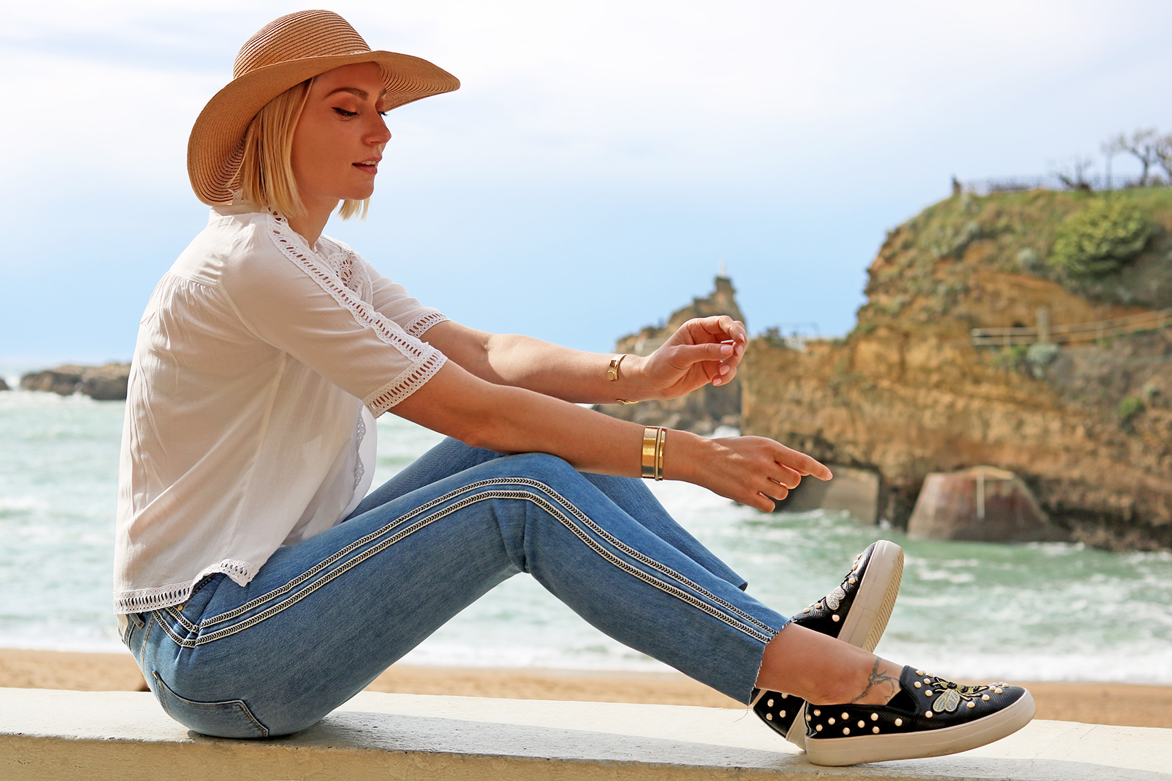 tenue-blouse-dentelle-jean-galon