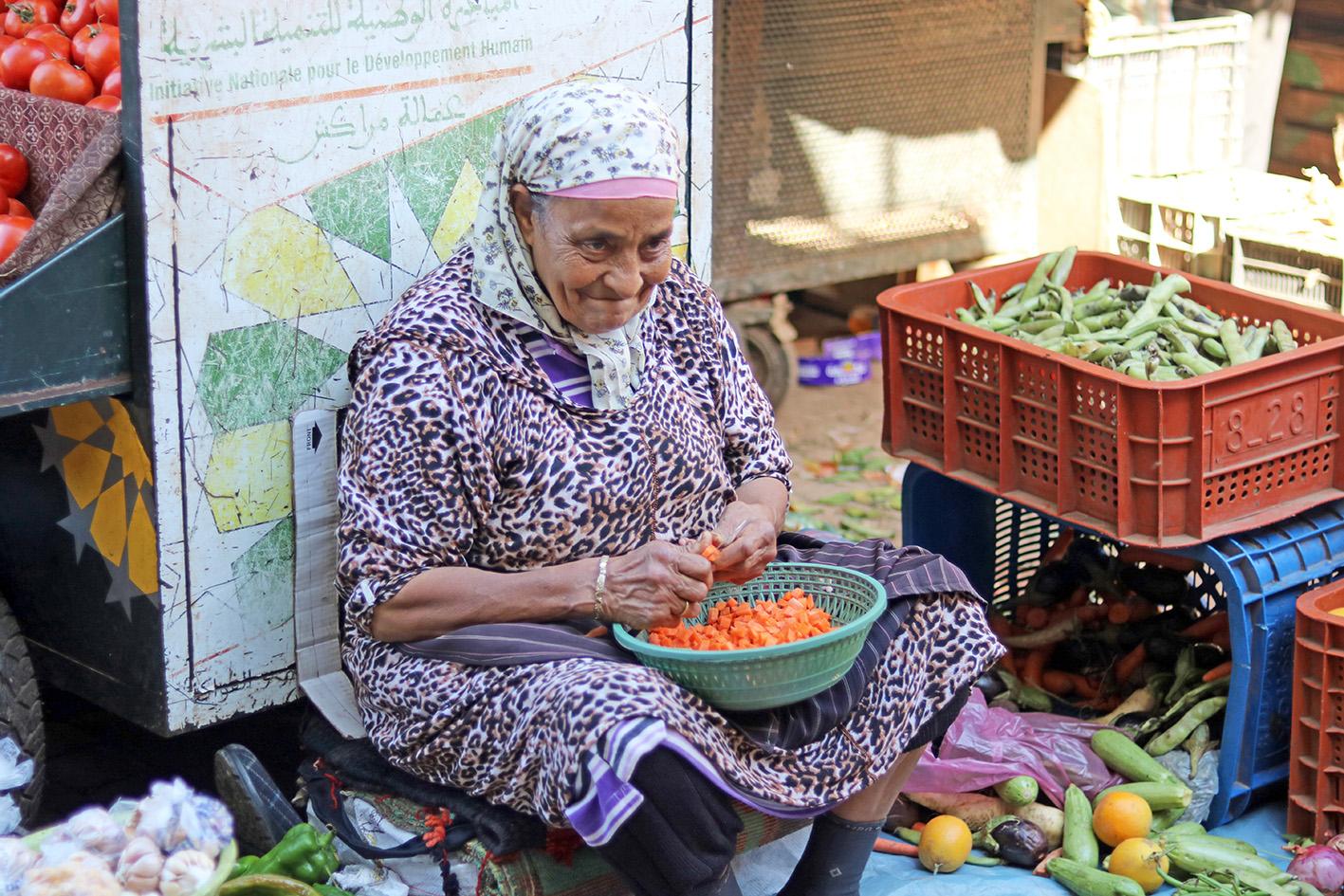 vieille-dame-souk-marrackech