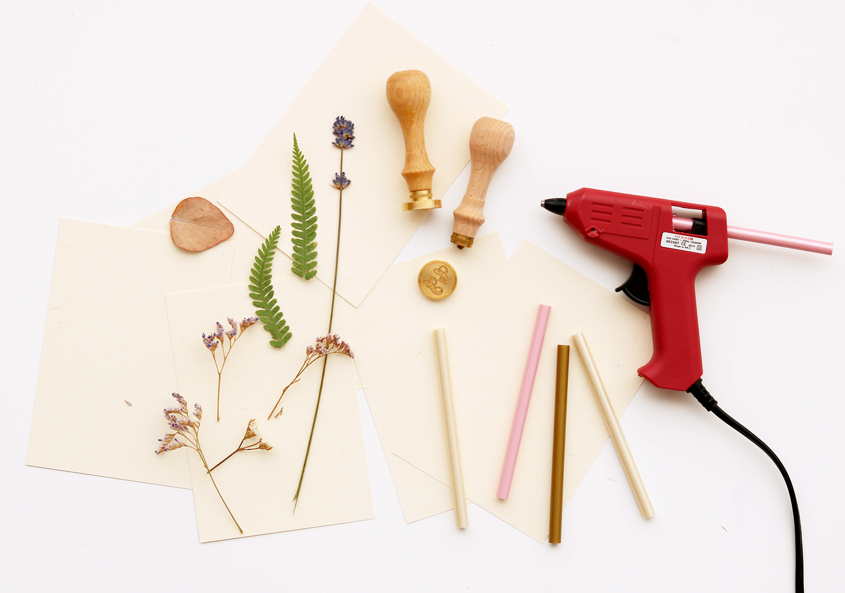 DIY-baton-cire-fleurs-sechees