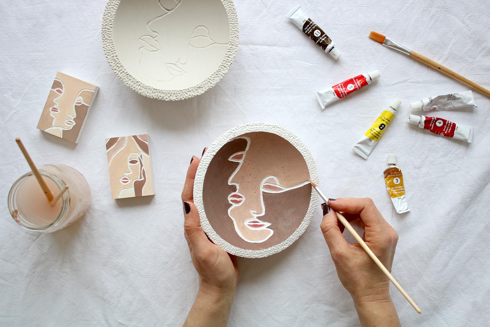peinture-sur-platre-visage-minimaliste