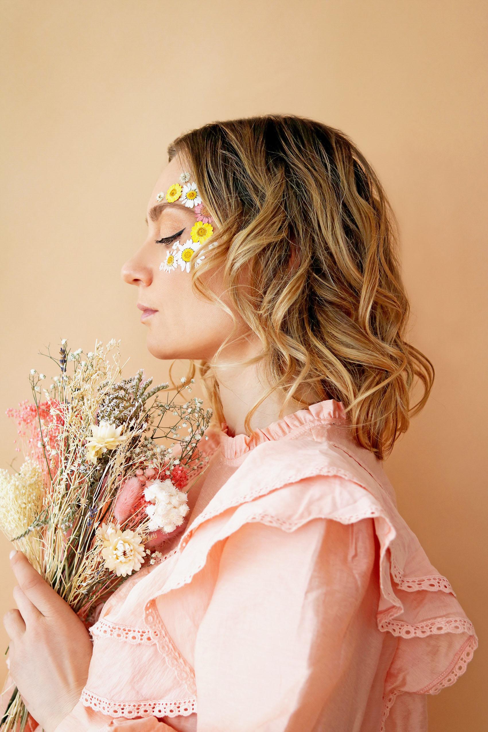 diy-maquillage-fleuri-fleurs-sechees