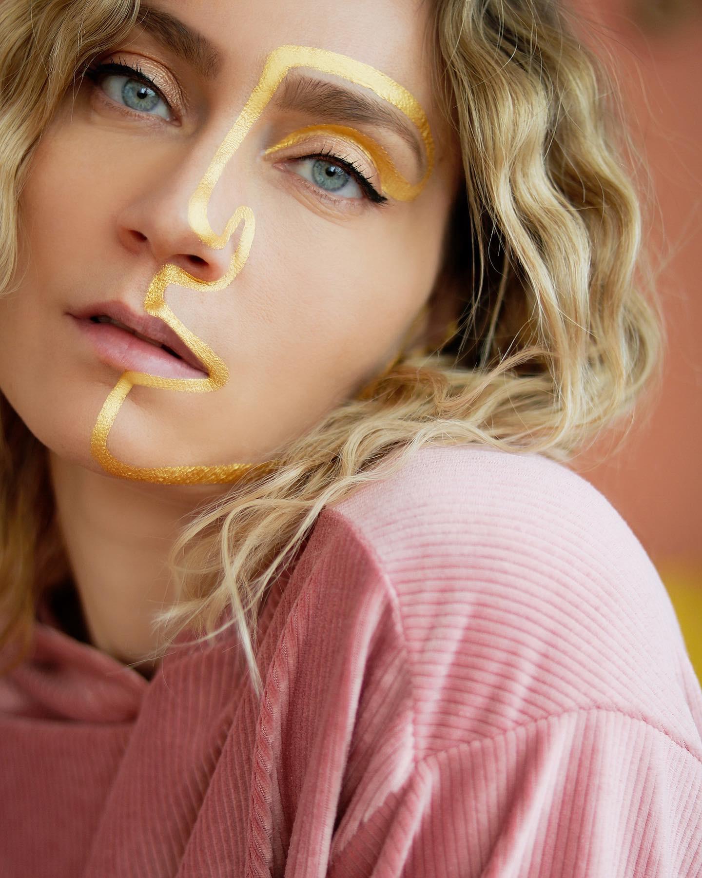 line-art-minimaliste-visage-model-photo